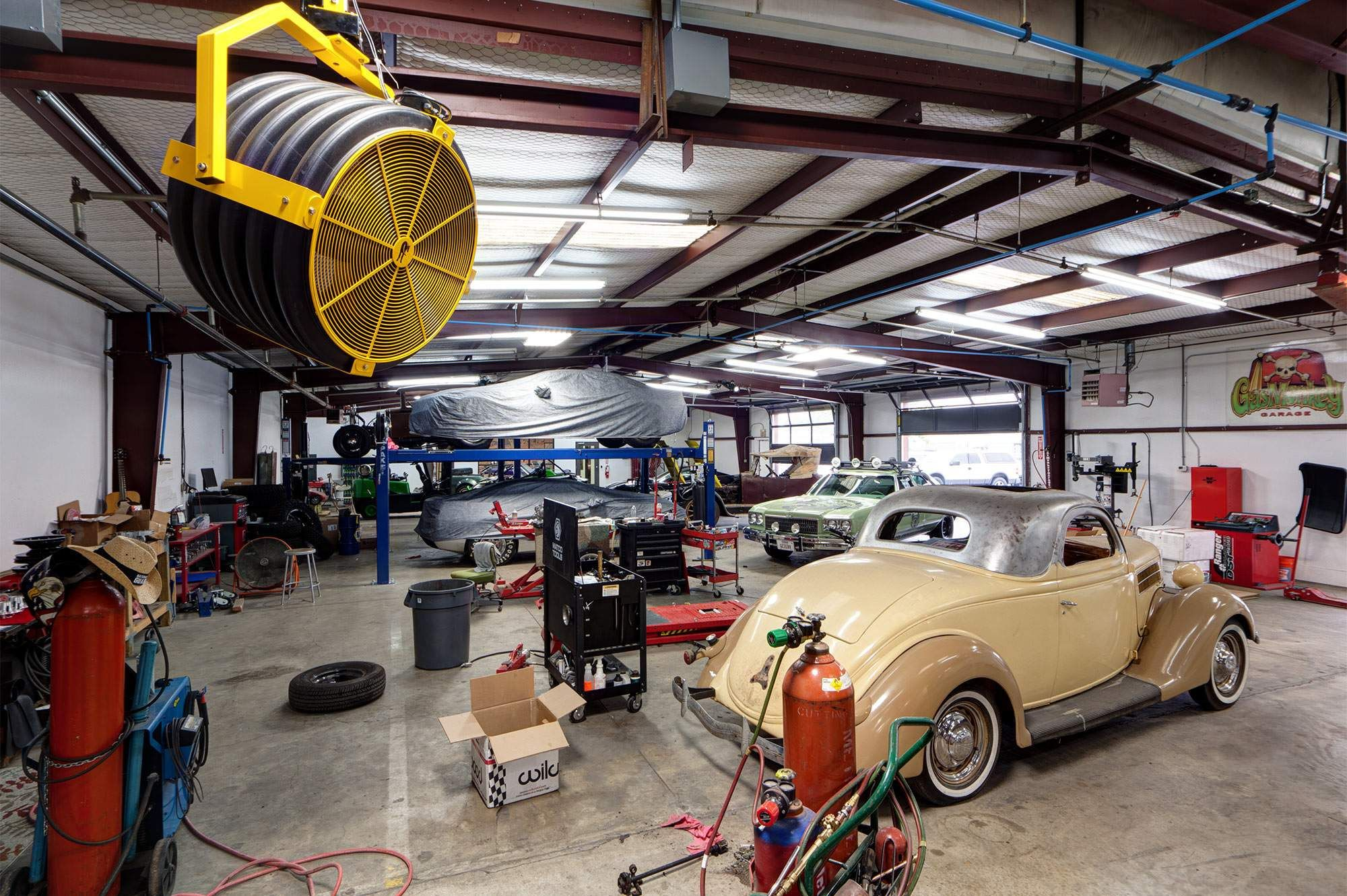 Classic cars and motorcycles find new life at gas monkey for Garage auto 7