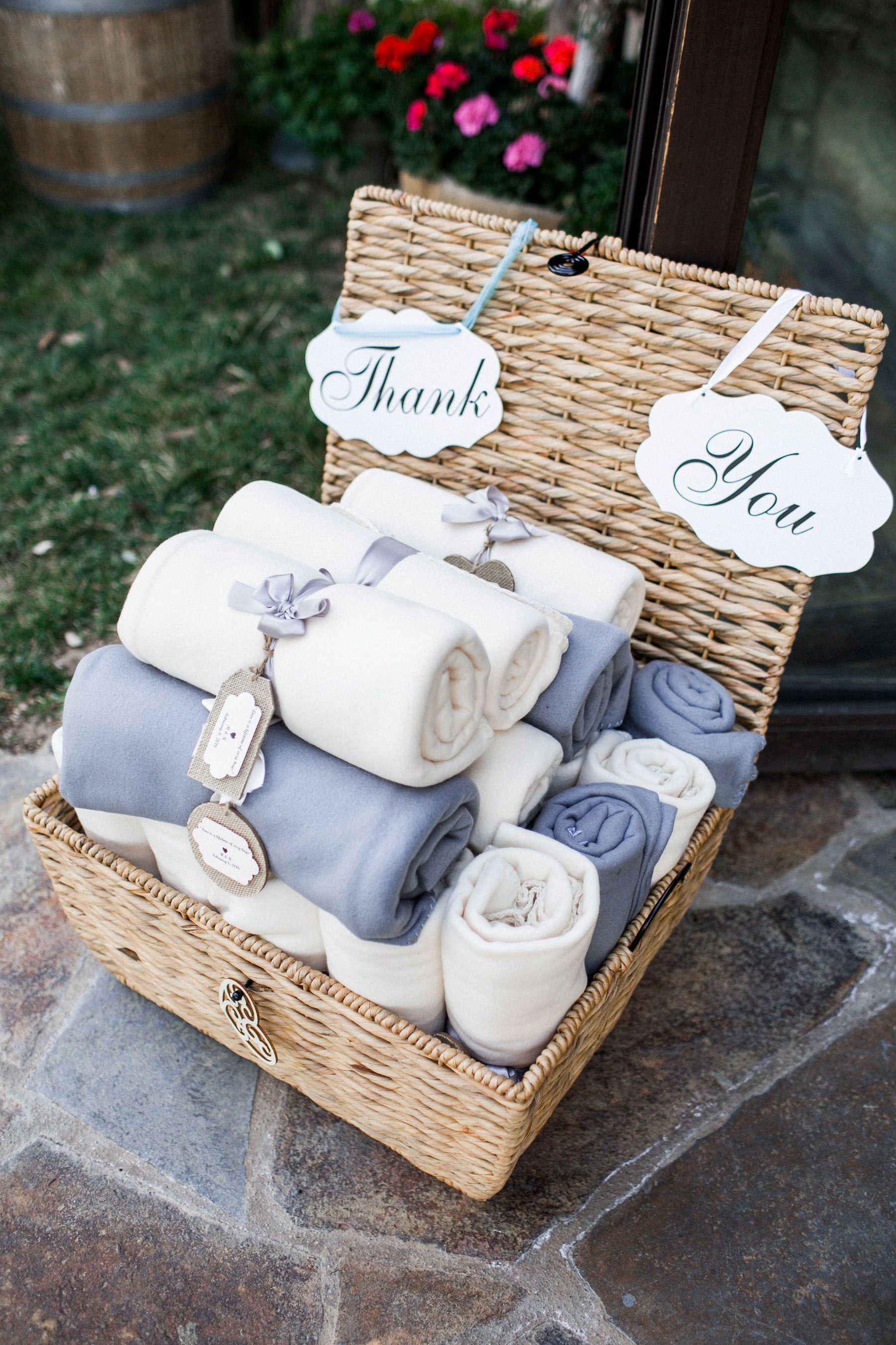 Wedding Favor Blanket Diy Idea In 2018 Pinterest Gastgeschenke