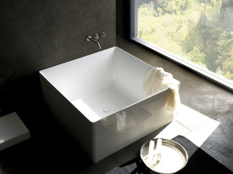 petite baignoire d 39 angle et solutions pour petits espaces petite baignoire baignoires et. Black Bedroom Furniture Sets. Home Design Ideas
