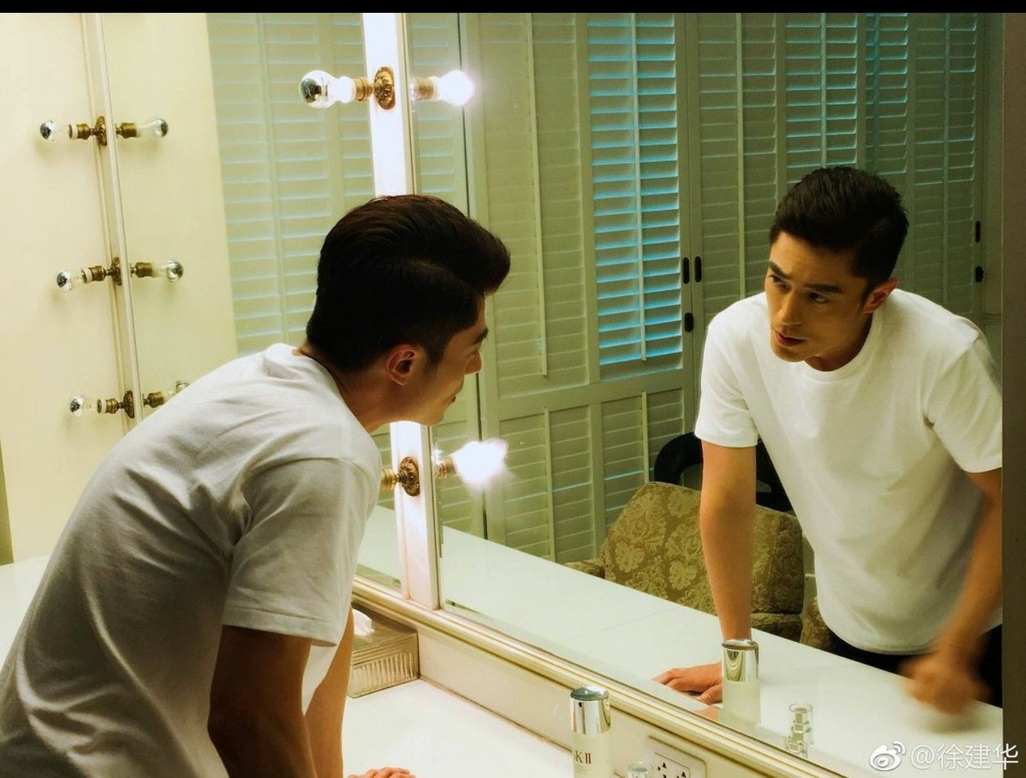 Pin by Selina07 on Wallace Huo Mirror selfie, Wallace