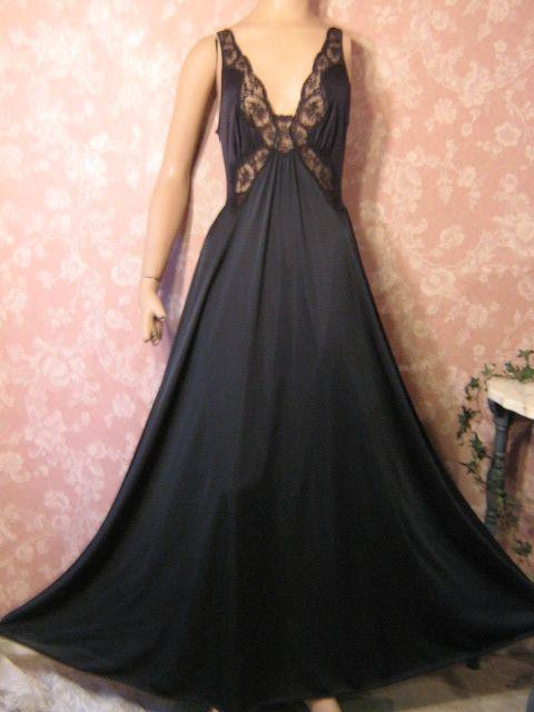 Vintage Night Gown vintageprettieslingerie.blogspot.com -