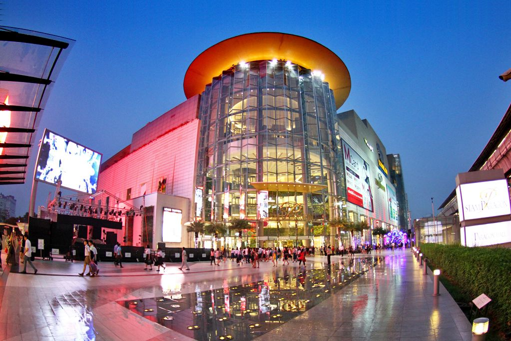 Siam Paragon Bangkok Shopping Centre has aquarium
