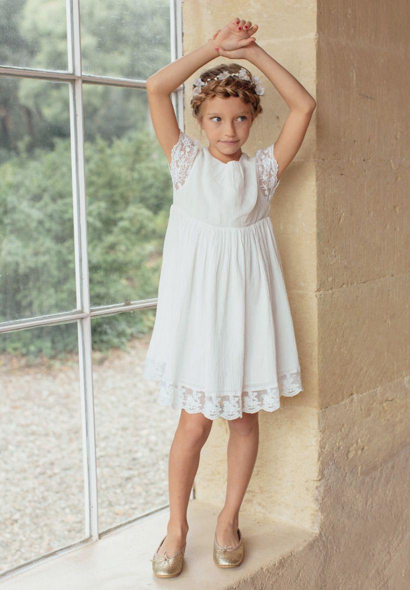 1d8a3298812 Robe Bohême chic Enfant pour mariage et cérémonie. Notre robe Manon est  entièrement doublée de