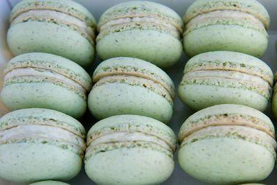 Mint Macaroon - Pistachio cream pillows of delishiousness #mint #macaroons #pistachio repinned by www.hopeandgrace.co.uk