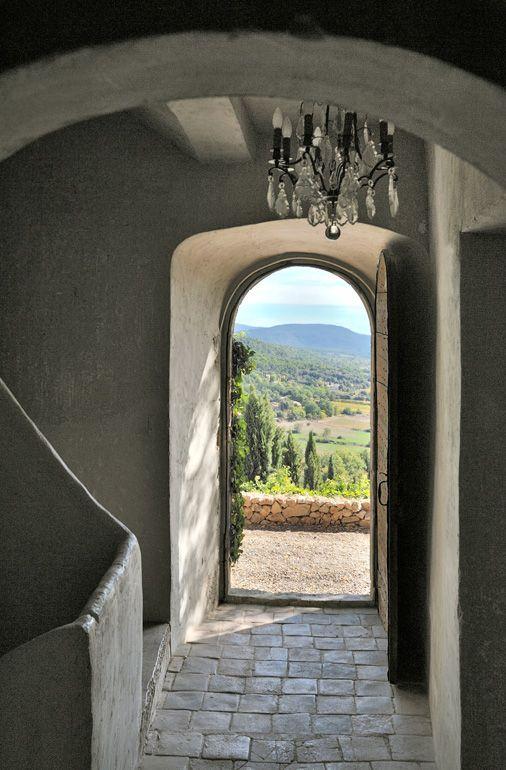 Demeure Historique En Provence An Entrance That Says Come