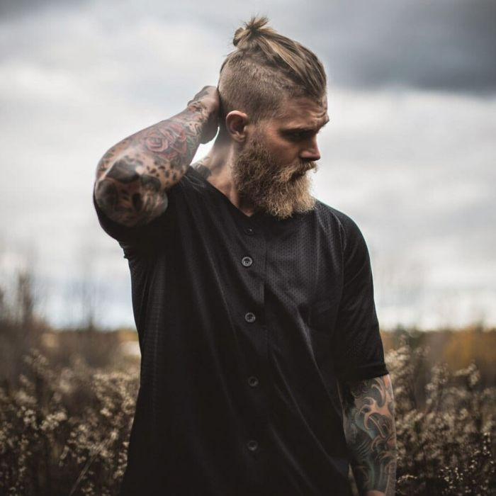 1001 tutos et photos inspirants pour une coiffure viking cheveux viking tatouages sur la. Black Bedroom Furniture Sets. Home Design Ideas