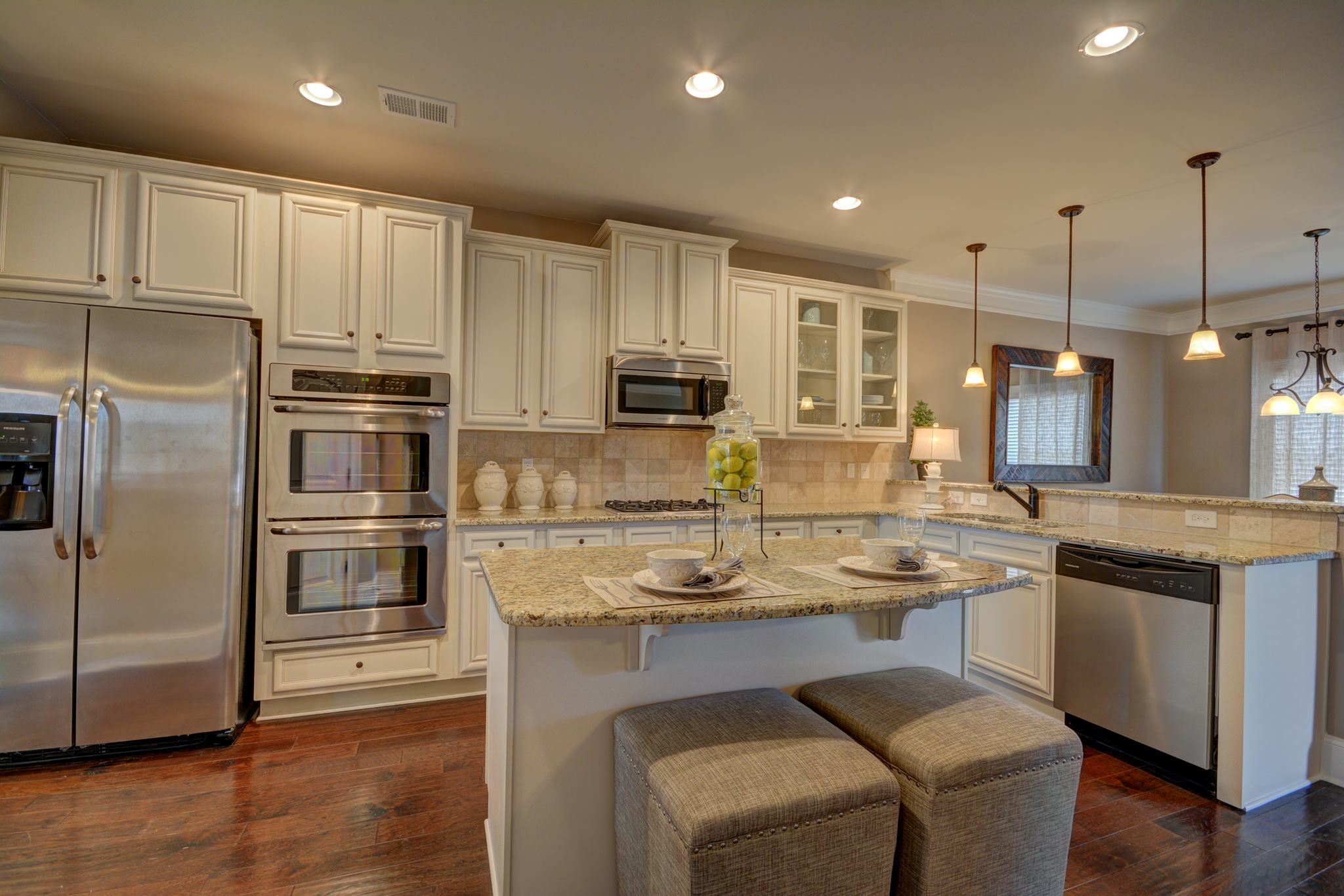 The Gorgeous Kitchen In The Oakwood G Floor Plan Has Plenty Of Room To Prepare Any Meal The White Cabinets Co Gorgeous Kitchens New Homes For Sale Diy Kitchen