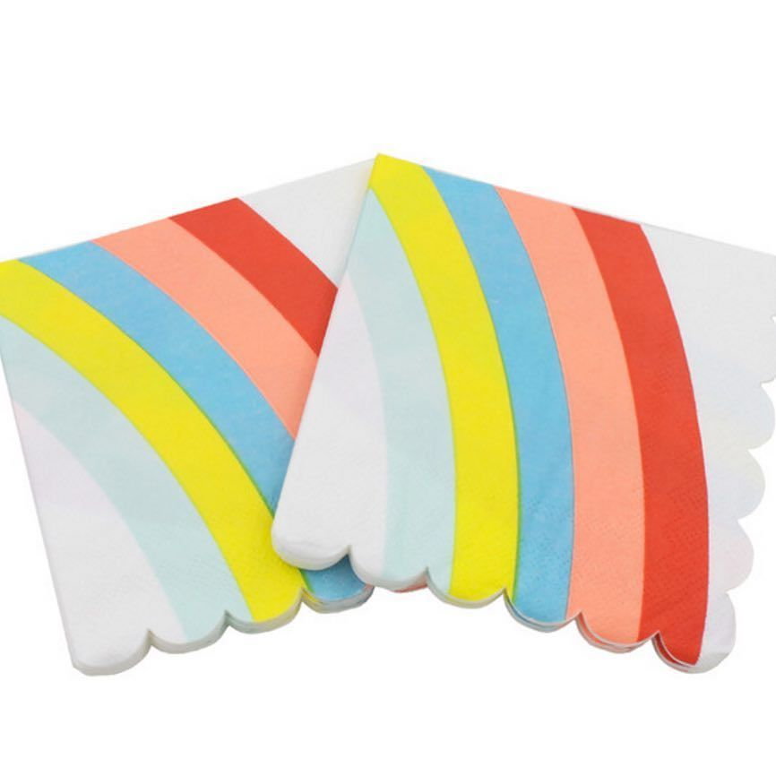 Rainbow passion is SUPER ON!  Todo en elementos arcoiris  para fiestas mágicas. Servilletas aquí  www.globosdeluz.com #ideasparafiestas #globosdeluz #partydeco #partystore #partyideas #partyshop #fiestaarcoiris  #rainbowparty