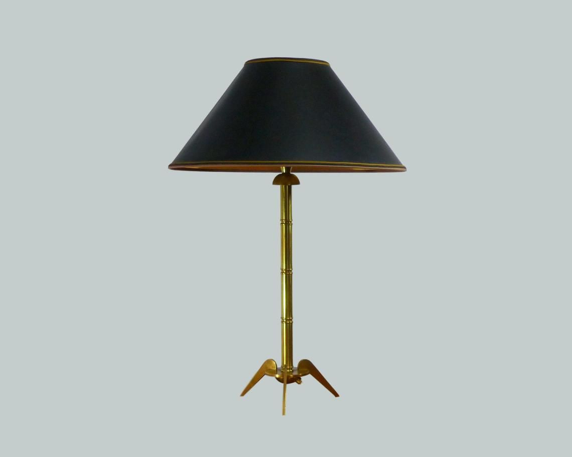 Lampe De Table Tripode Vintage En Laiton Doré Etsy Tripod Table Lamp Lamp Table Lamp