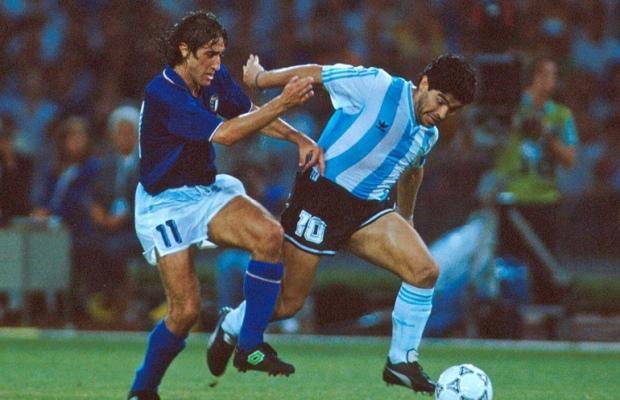 la pelota siempre al 10 #Italia90