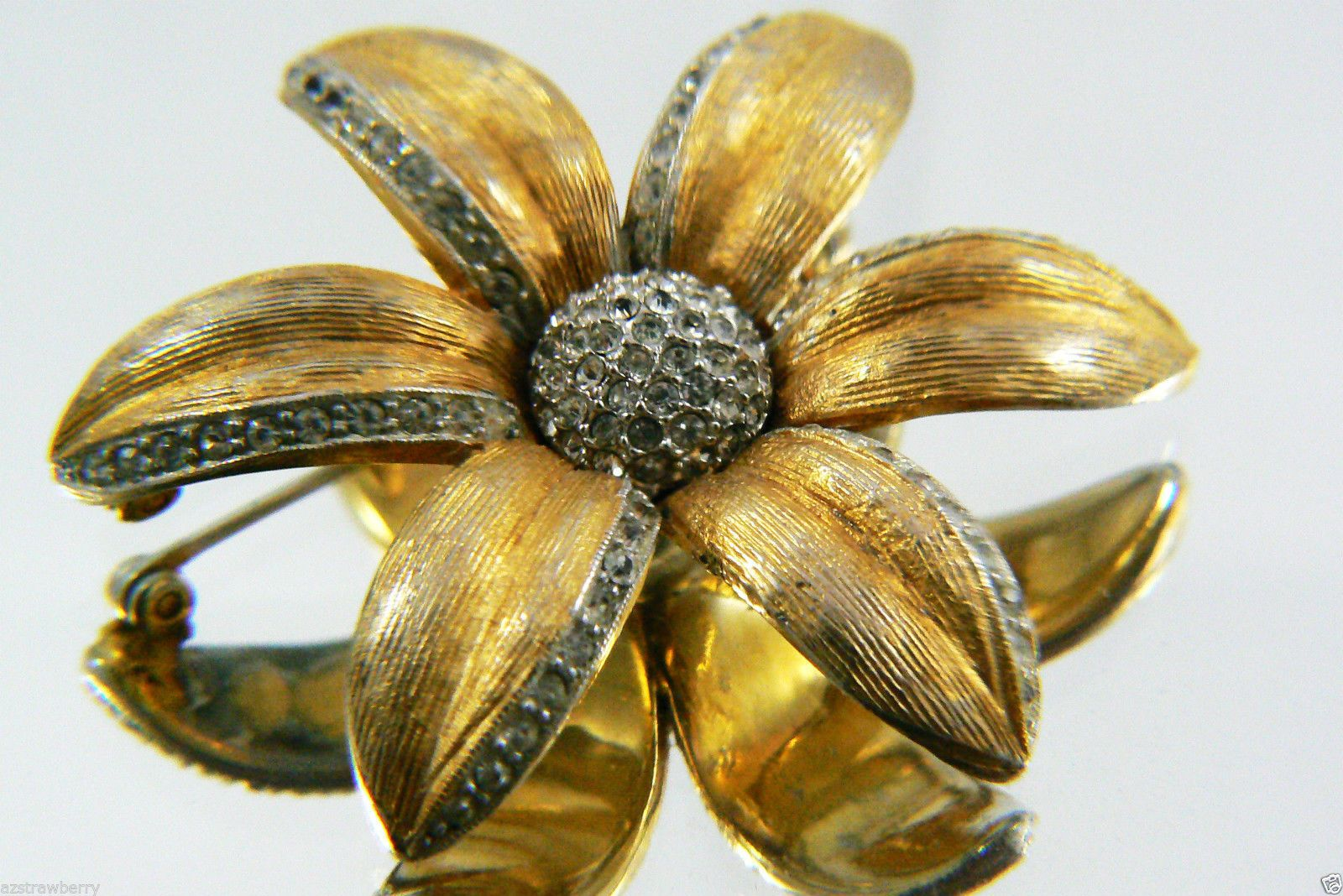 Vintage Collectible Gold Tone metal Crystal Flower Pin Brooch $0 sh - Pins & Brooches