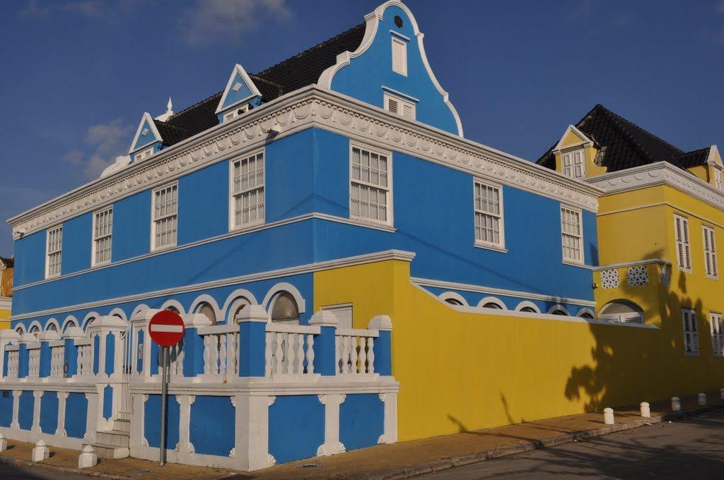 Contraste de Azul y Amarillo  Photo taken in Punda, Willemstad, Curazao