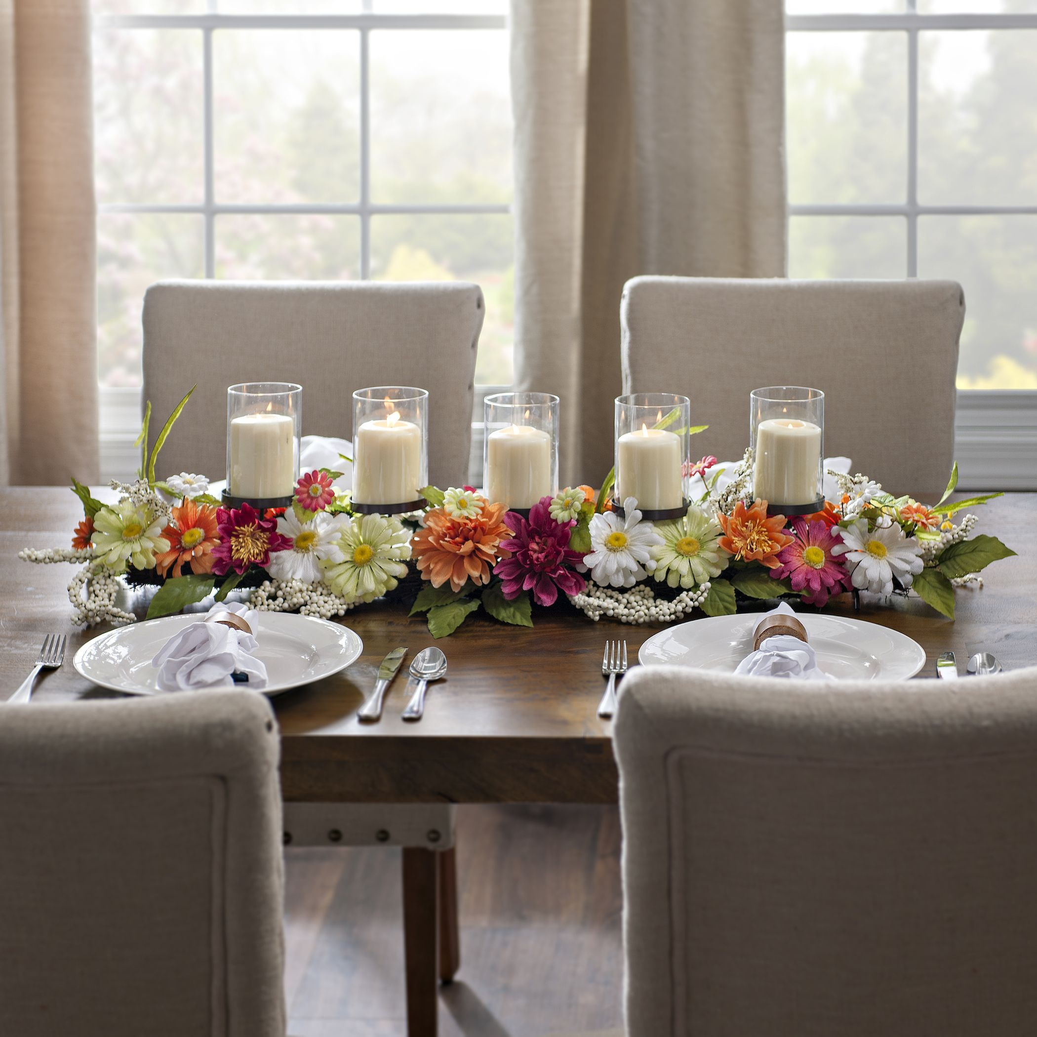 Set A Trendy Dinner Table With This Floral Centerpiece