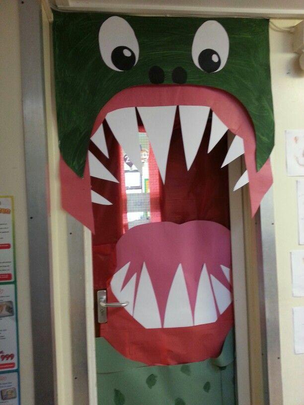 Dinosaur door & Where are the dinosaurs? Dinosaur classroom door | Second Grade ... Pezcame.Com