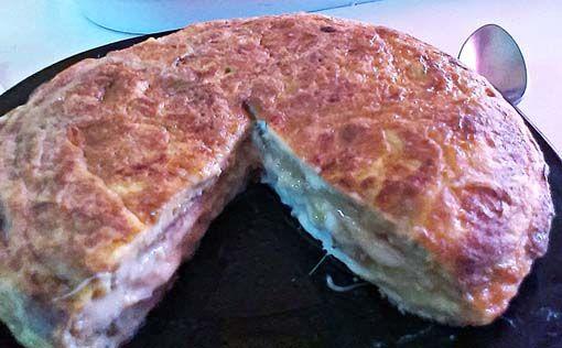 Tortilla de berenjenas, jamón y queso -