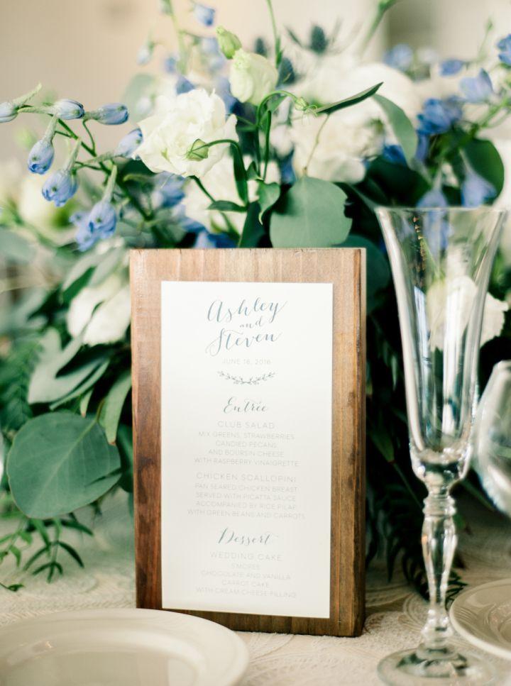Wedding menu on wooden #bluewedding #weddingdetails