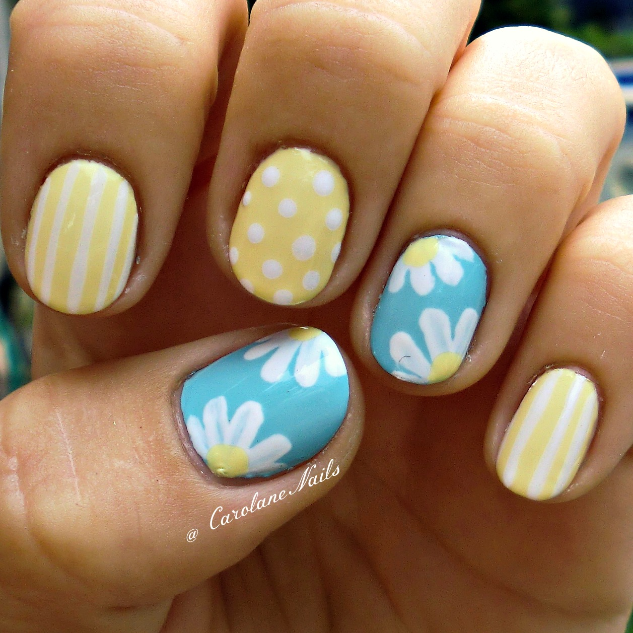 Nice Yellow Color With Poka Dots And A Nice Baby Blue With Flowers Daisy Nails Nails Cute Nails