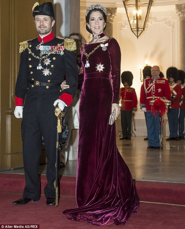 Rumours princess mary to be crowned queen slammed by royal family rumours princess mary to be crowned queen slammed by royal family sciox Image collections