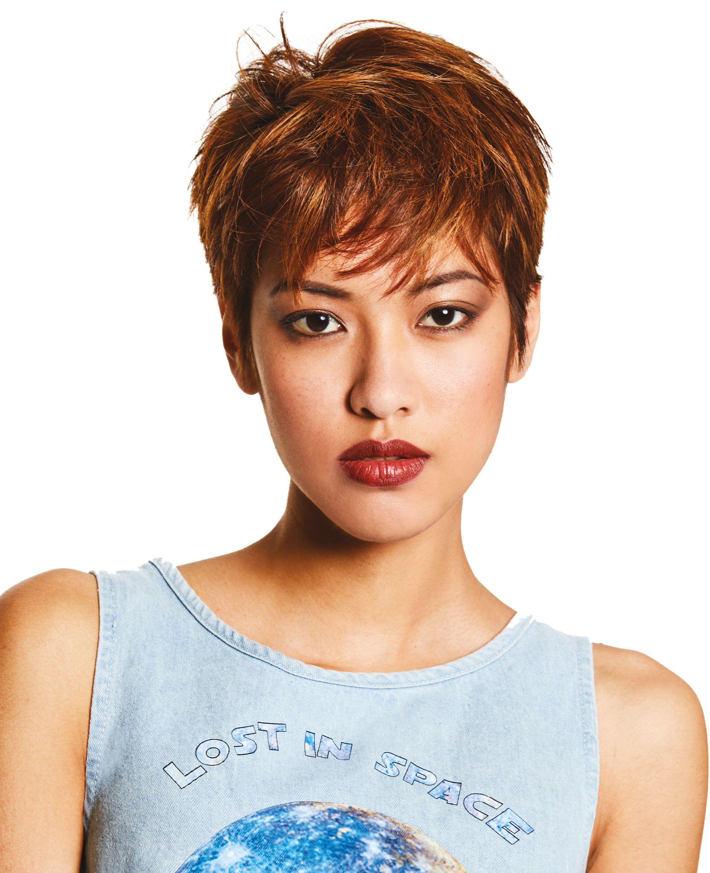 Triss - Coupe pixie modulable. Une coupe courte très féminine. Côté couleur, des reflets marron ...