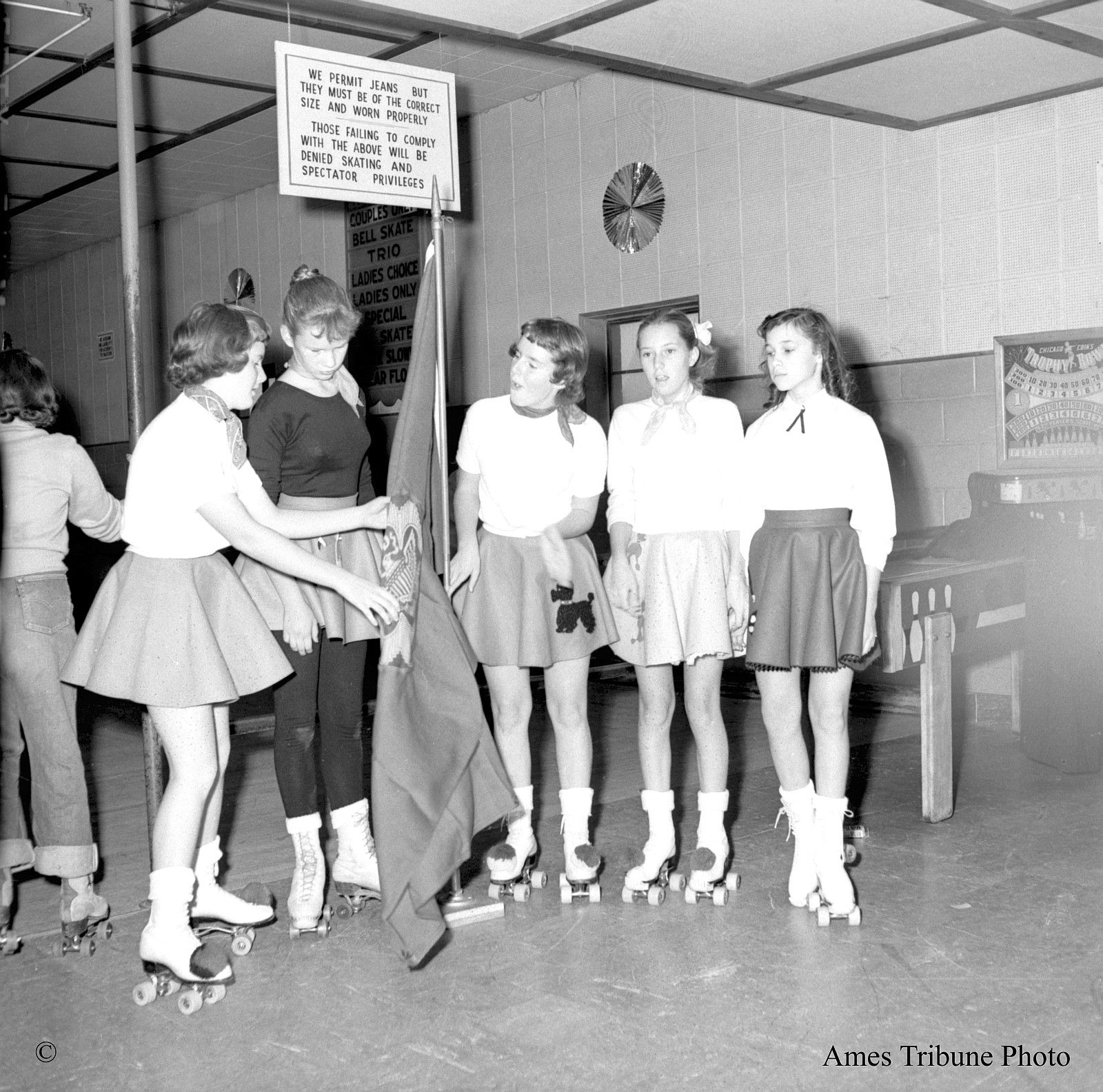 1950s roller girls...that girl on the left, are her jeans