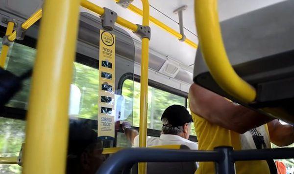 陌生人幫你出公車錢,互助零錢海報