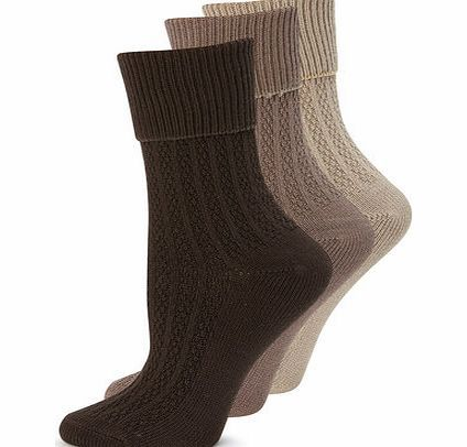Bhs Womens Natural 3 Pack of Chunky Ankle Socks, 3 pairs of cosy ankle high socks that are ideal for wearing with boots. Made with super soft viscose, these ankle high socks feature a cable design with a chunky turn top cuff.Fibre composition: 94% http://www.comparestoreprices.co.uk/fashion-clothing/bhs-womens-natural-3-pack-of-chunky-ankle-socks-.asp