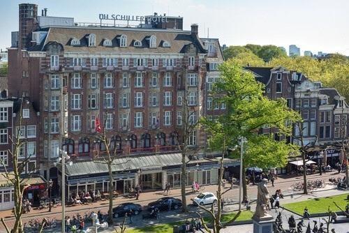 Het Schillerhotel op het Rembrandtplein krijgt nieuwe dakbedekkingen. Jonker bv maakt de zink en loodwerken :-) Een mooie klus!