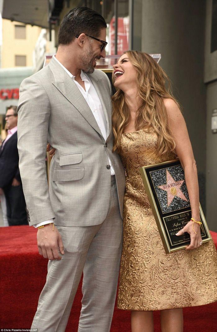 Sofia Vergara viert haar Hollywood ster met haar hele familie