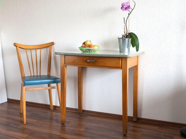 kleiner k chentisch tisch 50er jahre 60er wohnung pinterest kleine k chentische. Black Bedroom Furniture Sets. Home Design Ideas