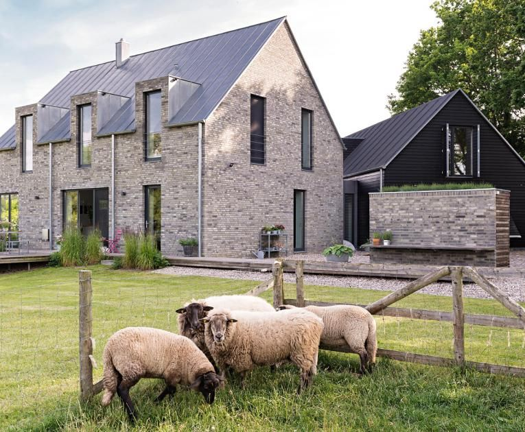 Wohnhaus aus zwei geb uden architecture house for Baustile einfamilienhaus