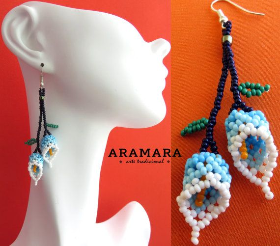 Mexicana Huichol cuentas blanco y azul flor pendientes AF-0041 mexicanos pendientes - joyería mexicana - aretes Huichol - Huichol beadwork