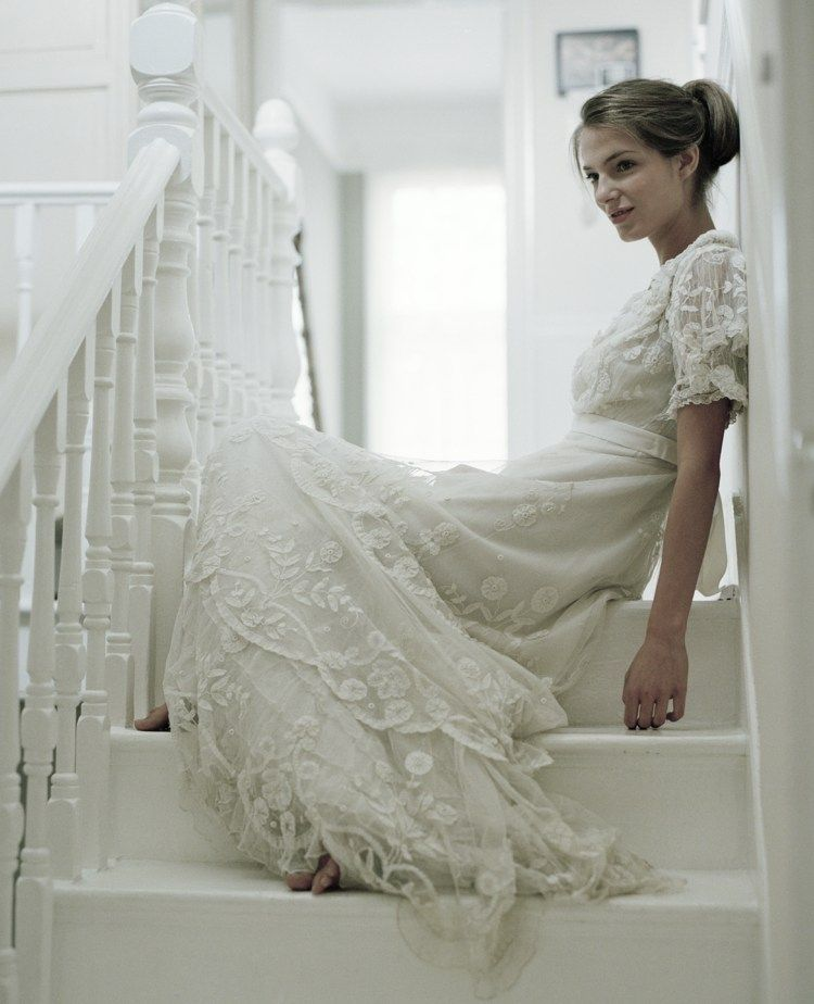 Weißes Vintage Brautkleid mit viel Spitze und Ärmeln ...
