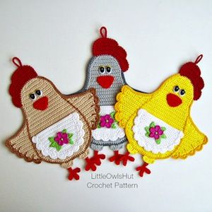 Lady Chicken Potholder - $3.50 by Kate of Little Owls Hut | Chicks Part 2 - Animal Crochet Pattern Round Up - Rebeckah's Treasures