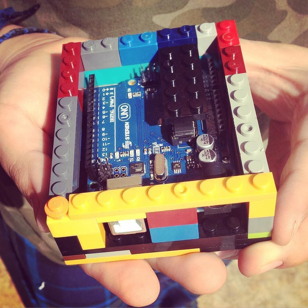 Diego & Sebas masters of Lego helped me build this Arduino Lego Case. #Arduino #arduinouno #lego #case #arduinoday #arduinoproject #twins