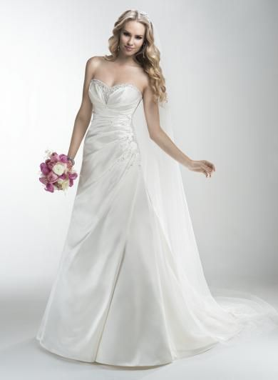 "Maggie Sottero BELINDA - Saténové svadobné šaty v ""A"" línii s oslnivými Swarovski krištálikmi pozdĺž ženského srdiečkového výstrihu a na boku šiat."