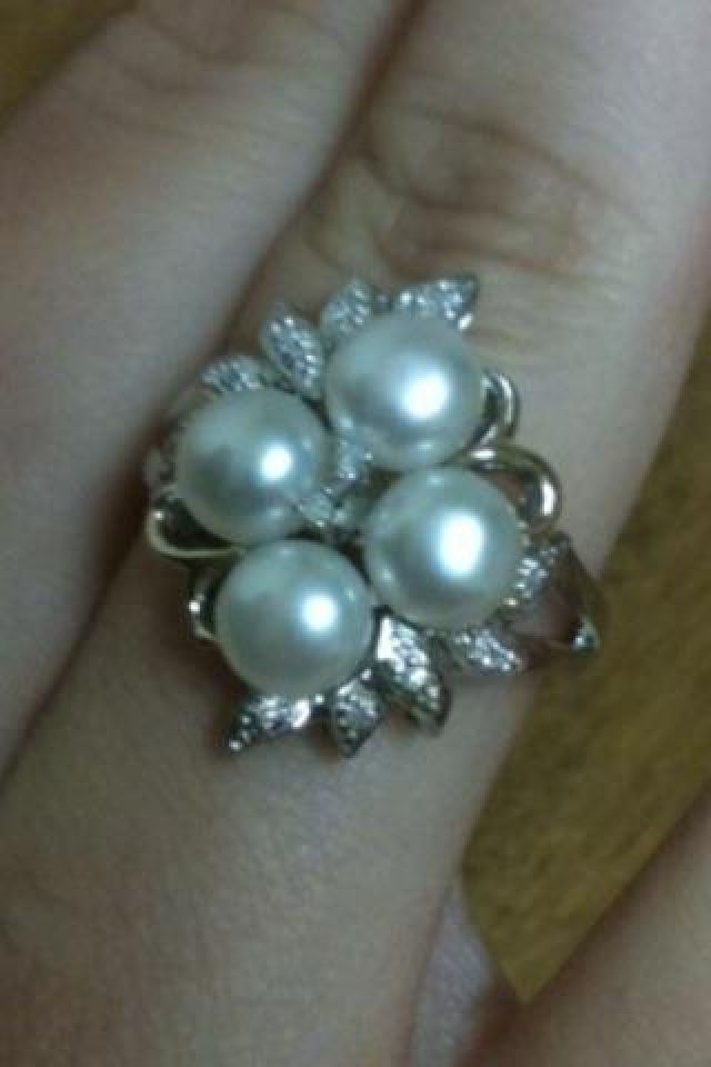 My beautiful promise ring(: love pearls