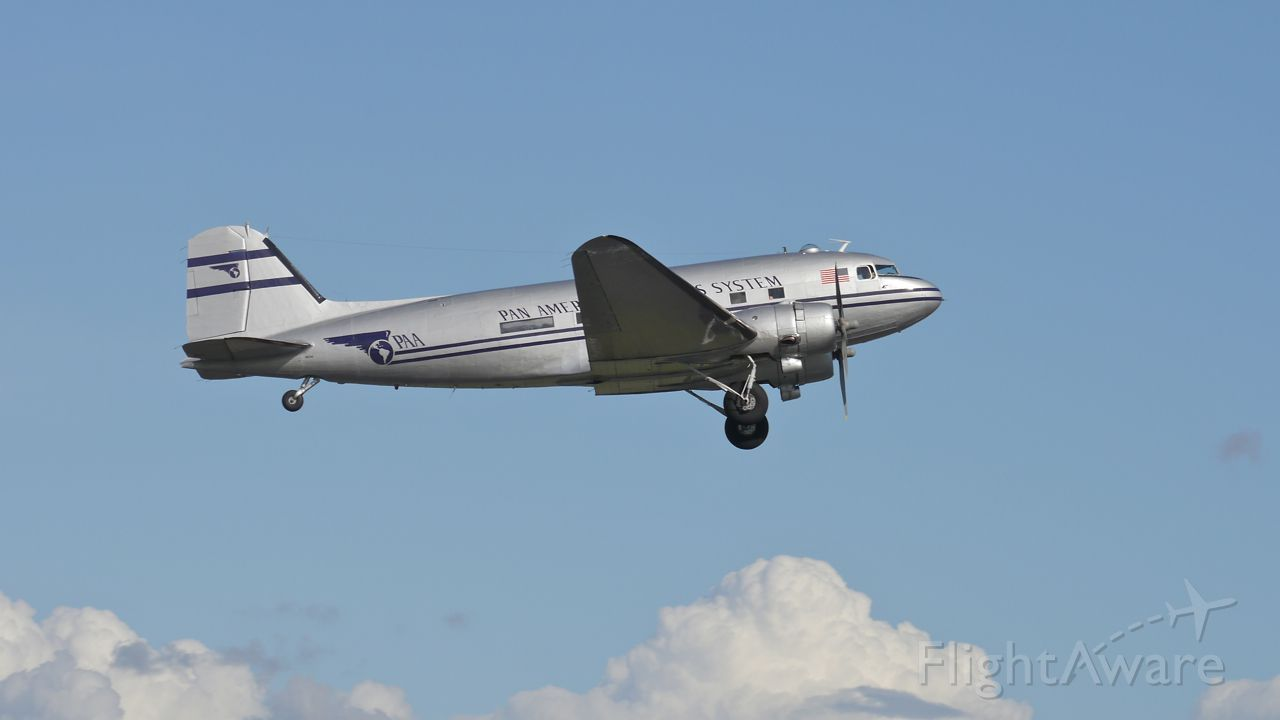 Photo of Douglas DC-3 (N877MG) ✈ FlightAware