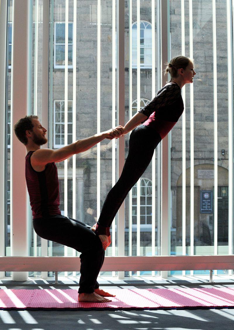 Contemporarty Partner Dance Poses Acrobalance Shows Couples