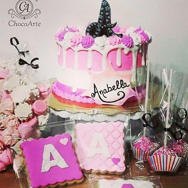 Letras de chocolate??? Las.tenemos!! nuestros #chocotoppers pueden tener el.decorado que quieras, incluso, puedes escribir mensajes.letra a letra!! y tú, qué  eaperas para pobarlos?? #Chocoarte  #chocolatesPersonalizadosParaTodaOcasion #viernes #chocolovers  #venezuela  #chocolateVenezolano #toppers #caketopper #cake #cupcake #caracas #puertoordaz #Guayana #maturin #love #chocolate  #eventplanner #weddingplanner #medellin #chile #aruba #españa  #miami #chocolate #chocolat #bautizo…