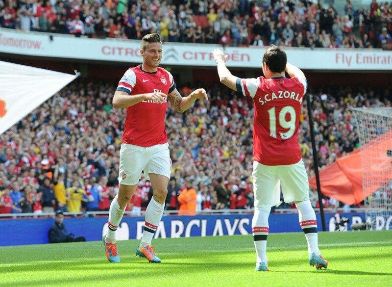 Giroud celebrates with Santi after scoring