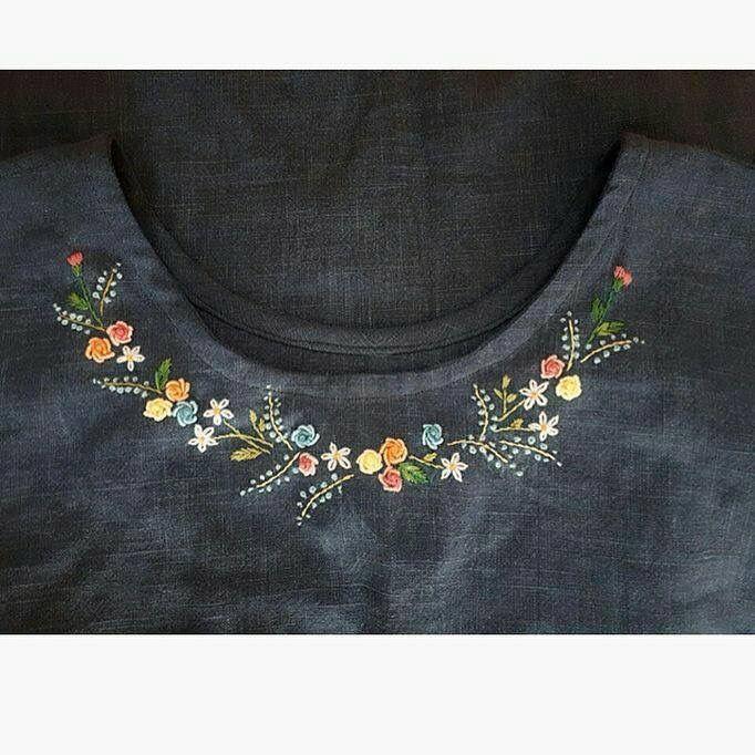 Stickidee auf schlichtem Oberteil  #oberteil #schlichtem #stickidee Stickerei #flowerpatterndesign