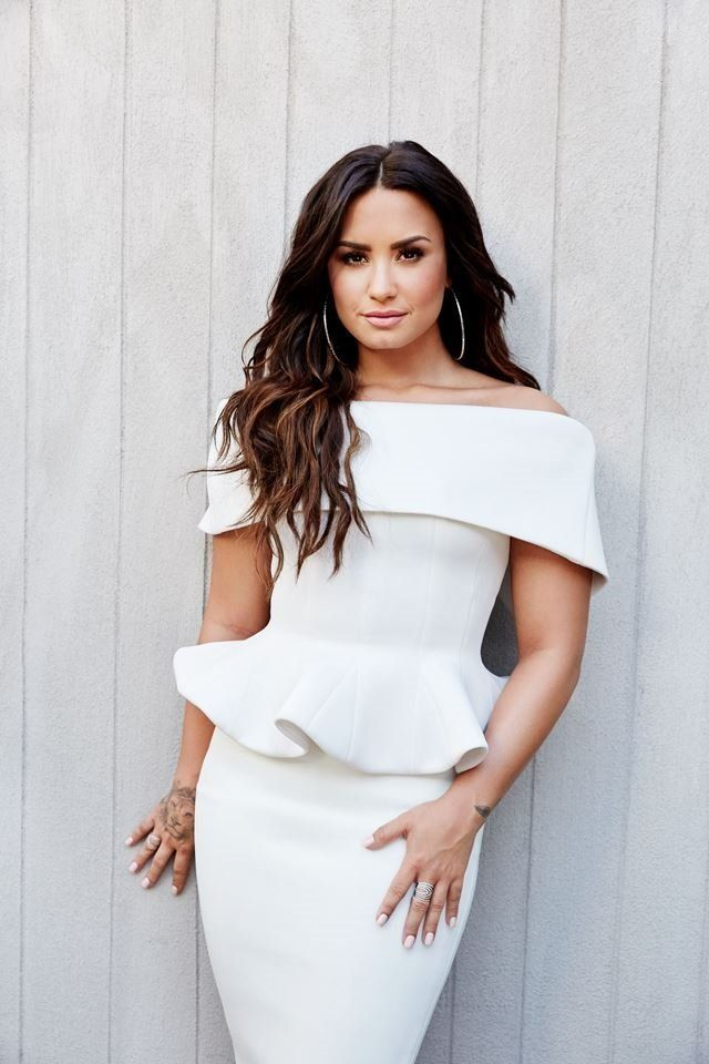People - People Magazine 2017 - Demi Lovato Pictures ...