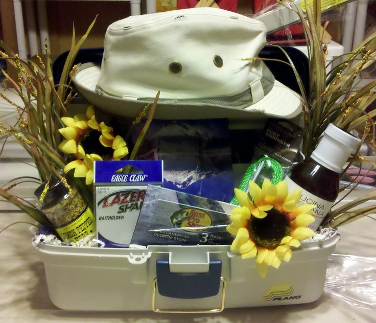 Fisherman 39 s gift basket this is one creative lady for Fishing gift basket