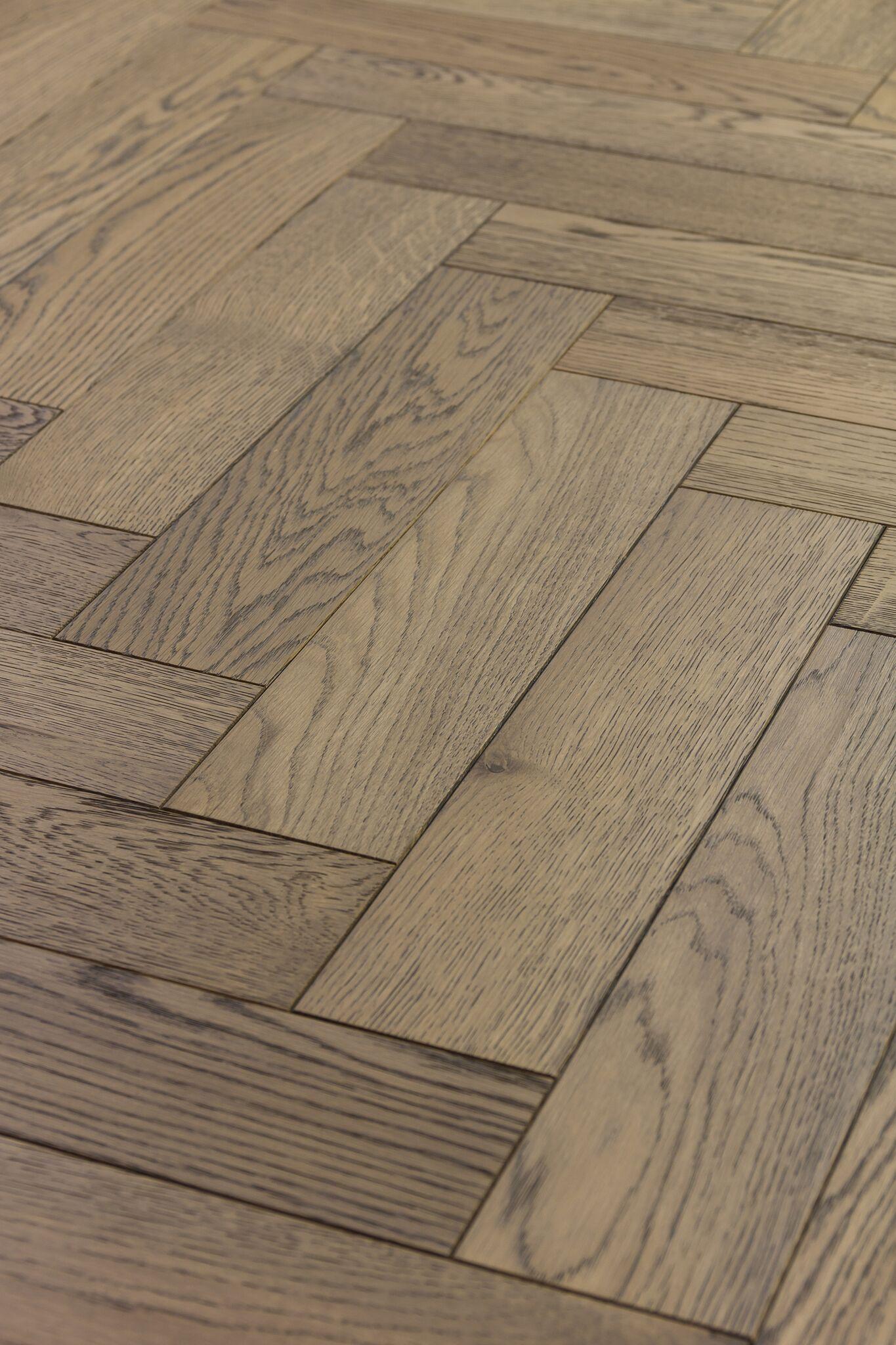 Mwf 656 Sunset Haze Rustic Oak Engineered Floor In A Herringbone Design Micro Bevelled Edge On 4 Sides Finished Wood Lye Coloured Oil And Coats Of