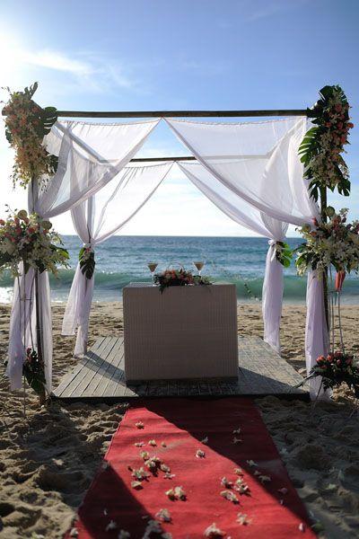 Beach Wedding Ceremony #weddingplannerphuket #weddinginphuket #weddingaltar #weddingarch