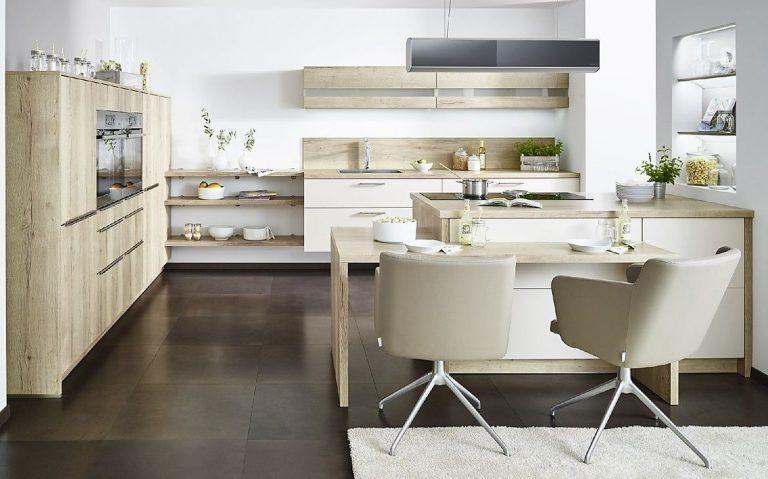 Offene Küche Mit Sitzgelegenheit Und Viel Wohncharakter ...
