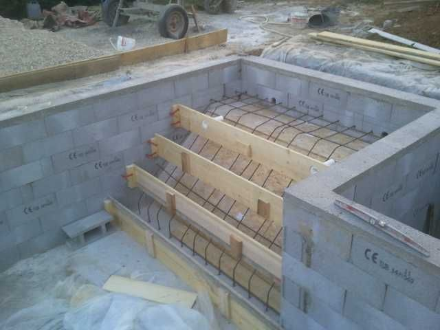 Ferraillage escalier piscine construction piscine for Construction escalier exterieur beton