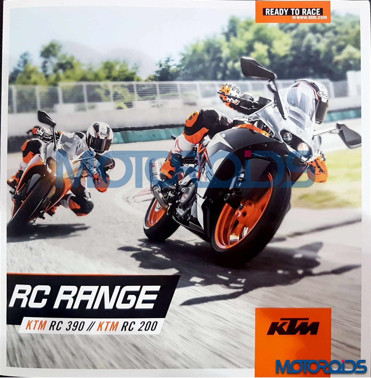 While the 2017 ktm rc 200 just gets a new paint job the rc 390