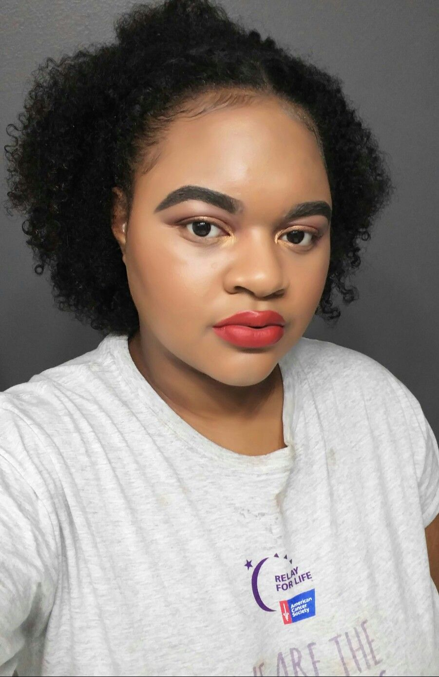 Simple makeup with bold red lips 😍