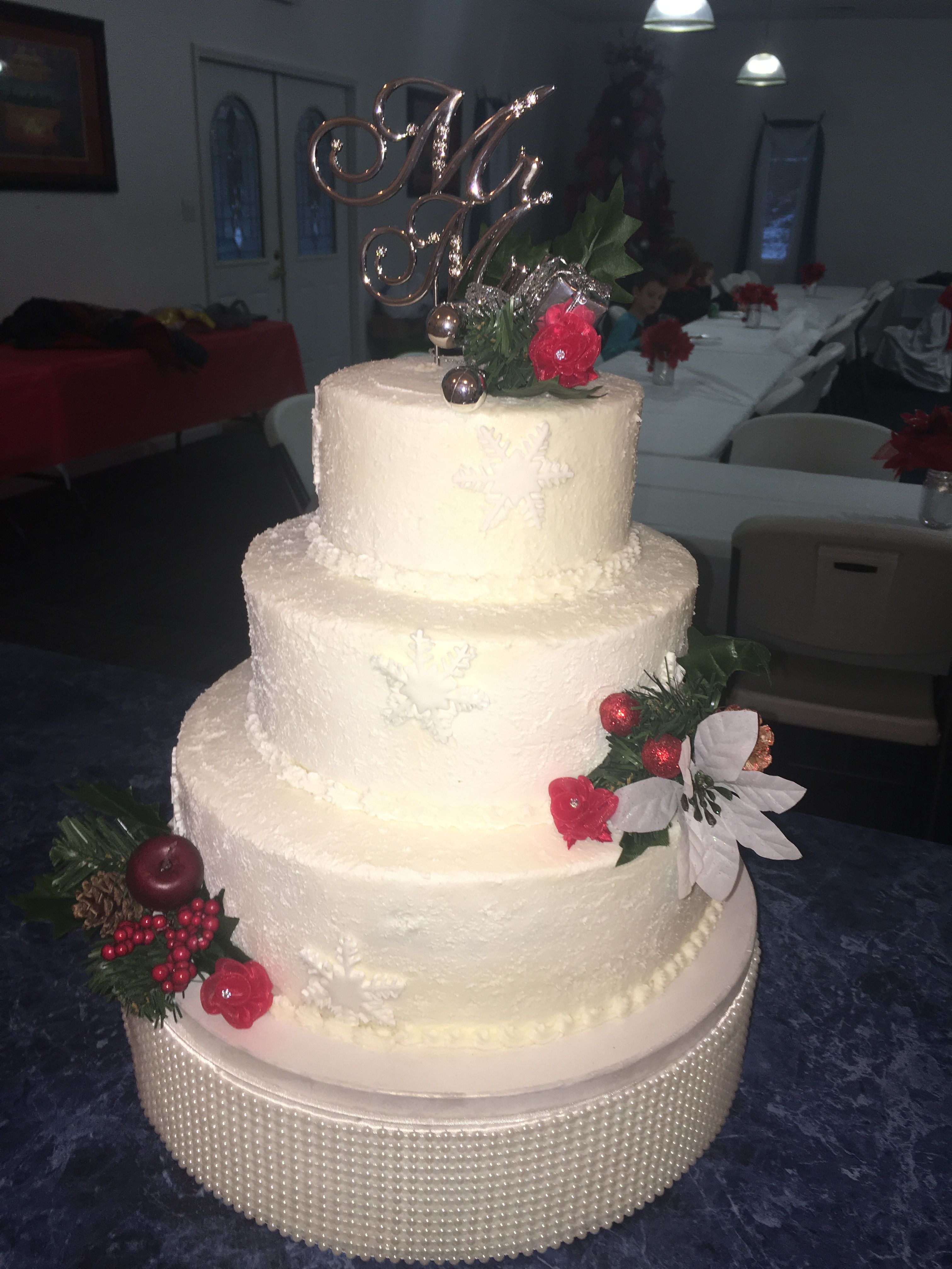 Christmas Wedding Cake, Three tier round cake, fondant snowflakes ...